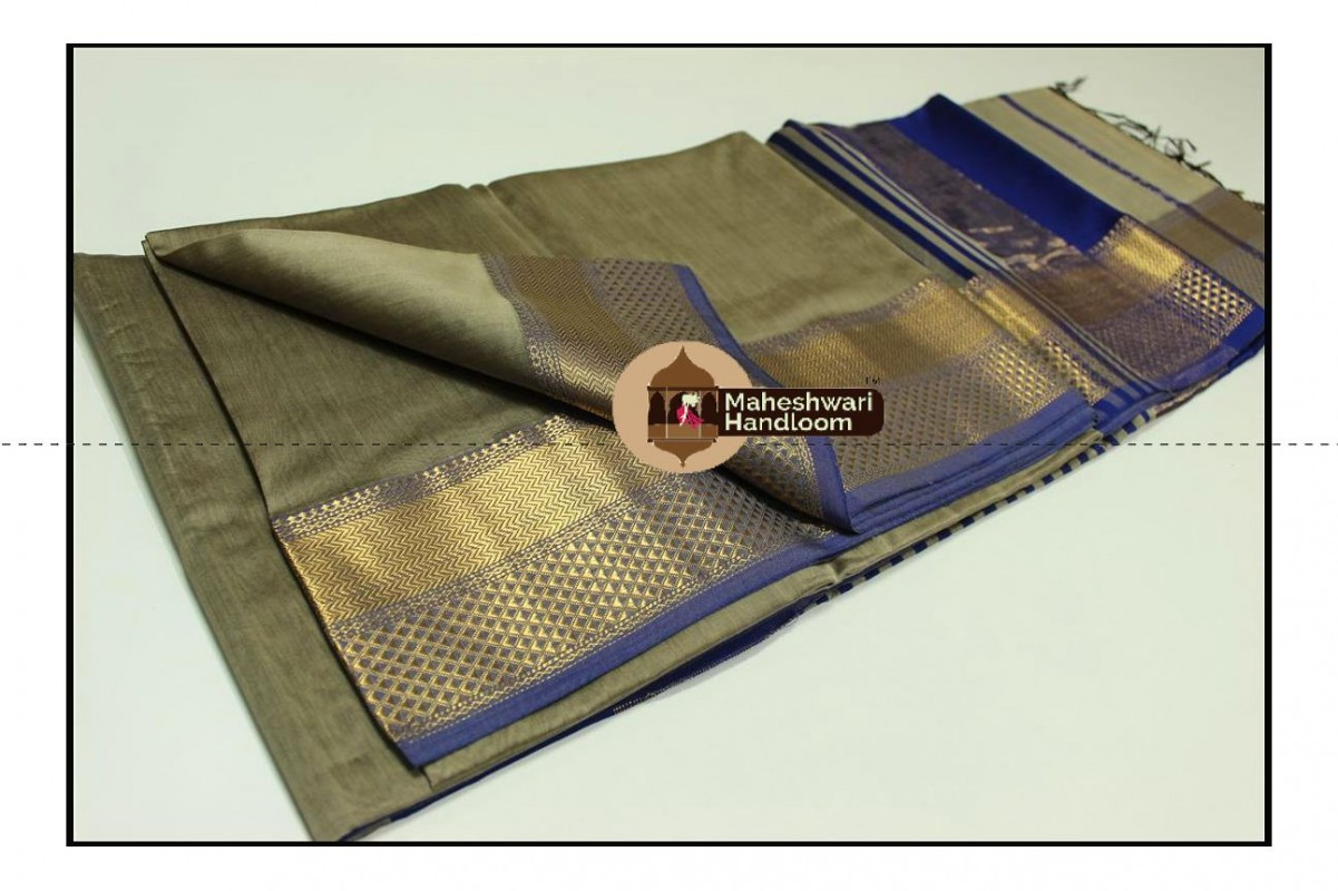 Maheshwari Grey Jari Diamond Chatai Border Saree