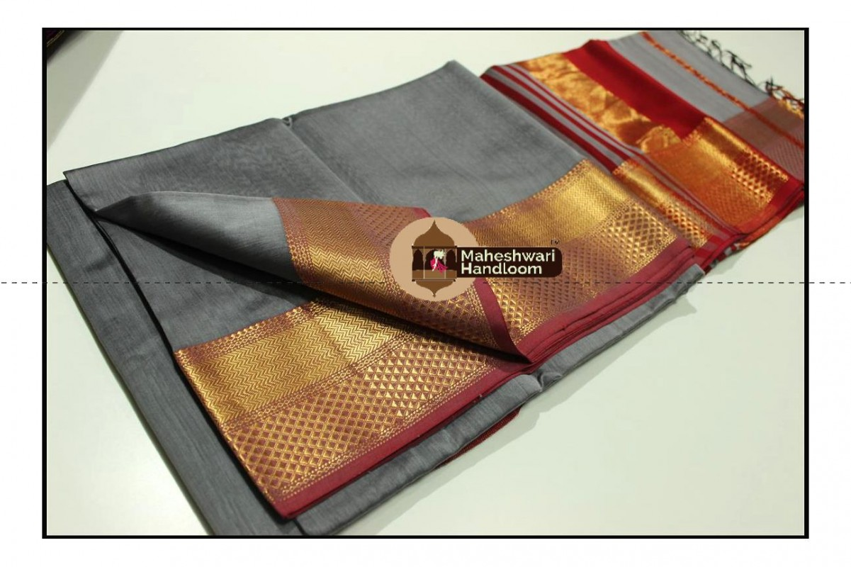 Maheshwari Tussar Grey Jari Diamond Chatai Border Saree