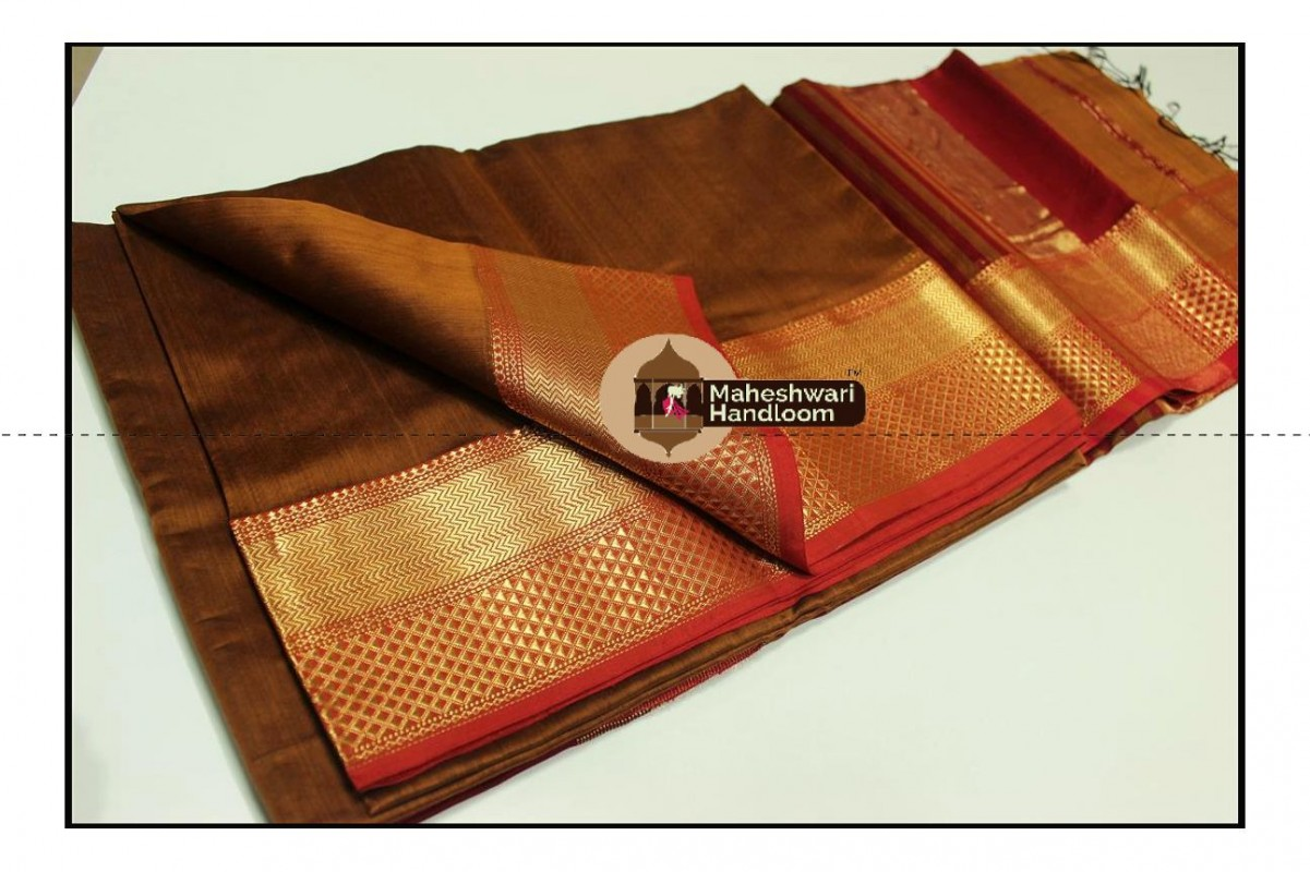 Maheshwari Rust Jari Diamond Chatai Border Saree