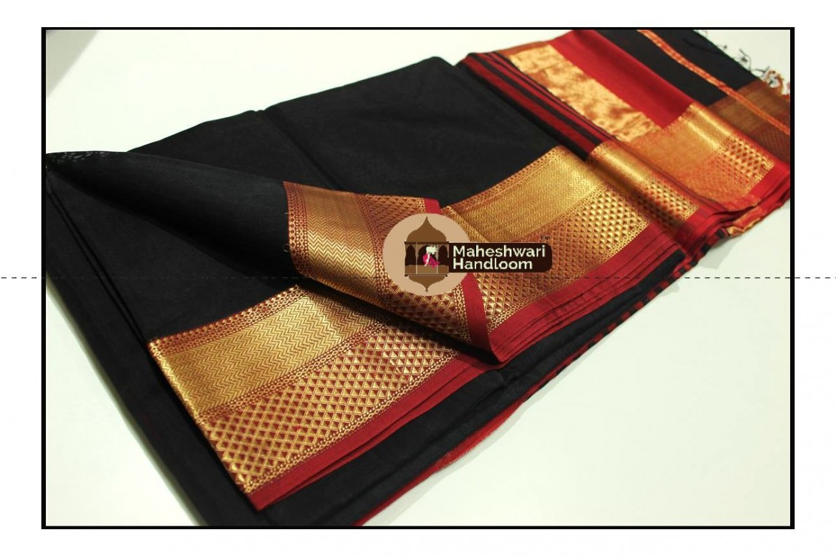 Maheshwari Black Jari Diamond Chatai Border Saree