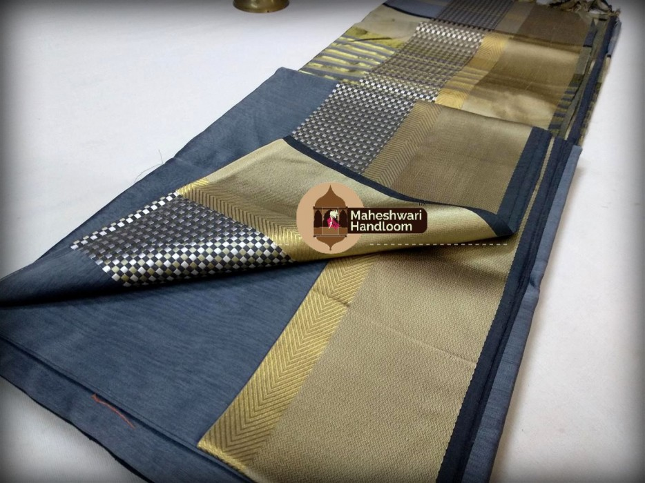 Maheshwari Grey Shatranj  Border Saree