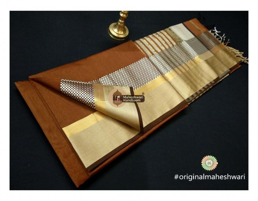 Maheshwari Rust Shatranj Border saree