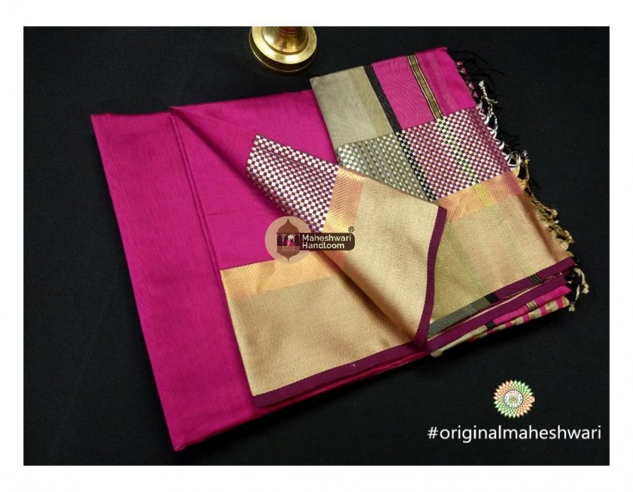 Maheshwari Pink Shatranj Border saree