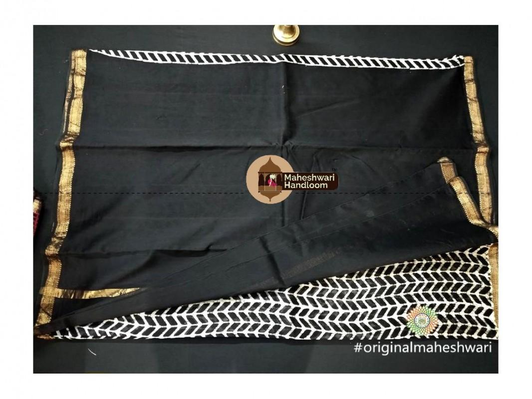 Maheshwari White Batik Print Saree