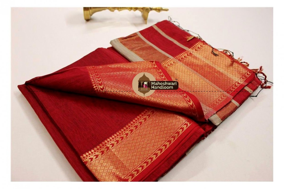 Maheshwari Red Jari Diamond Chatai saree