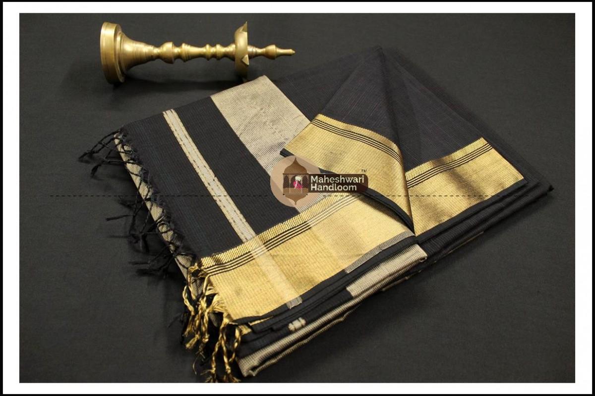 Maheshwari Black Checks Fabric Saree